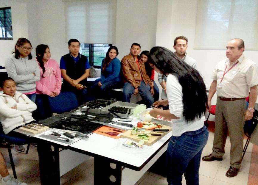 Imparten taller de cuchiller a profesional victorinox for Cuchilleria profesional cocina