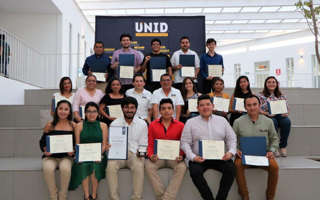 UNID Campus Campeche entrega diplomas a los mejores promedios